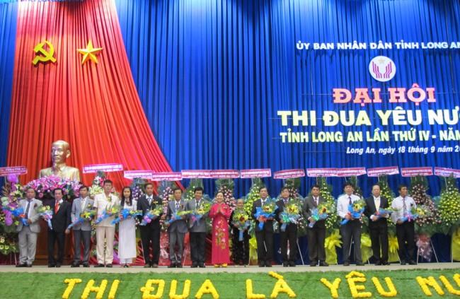 Đoàn đại biểu dự Đại hội cấp trên ra mắt Đại hội