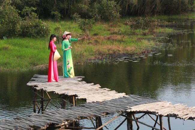 Du lịch sinh thái mùa nước nổi
