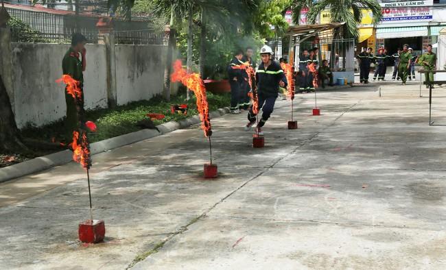 Lính cứu hỏa luôn phải đối mặt với nguy hiểm