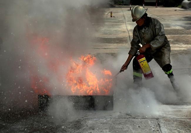 Thục tập chữa cháy bằng phương tiện cá nhân