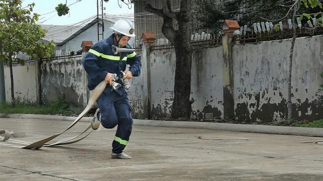 Thực tập chữa cháy bằng phương tiện cá nhân