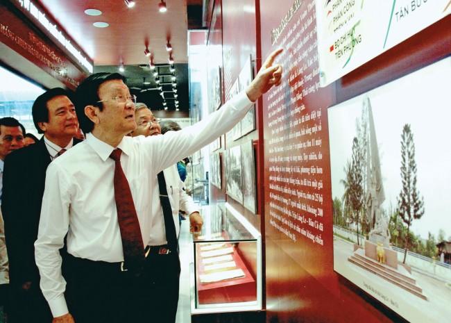 Nguyên Chủ tịch nước - Trương Tấn Sang thăm Khu di tích Căn cứ Xứ ủy và Ủy ban Hành chính kháng chiến Nam bộ