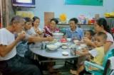 Bữa cơm gia đình - Ấm áp yêu thương