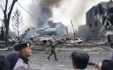 Máy bay Indonesia đâm trúng khu dân cư, 30 người chết