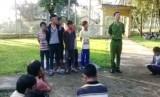 Kiểm điểm trước dân nhóm thanh thiếu niên ném đá người đi đường