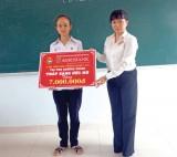 Agribank Chi nhánh Long An: Trao học bổng thắp sáng ước mơ