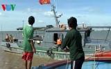 Cứu 12 ngư dân giữa sóng to gió lớn