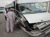 Long An: Xe khách tông nhau trên cao tốc, 2 người bị thương