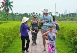 """Những """"hướng dẫn viên du lịch chân đất"""" đặc biệt của Quảng Ninh"""