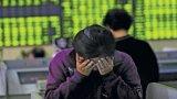 Con rồng chứng khoán Trung Quốc cuốn nền kinh tế xuống đáy