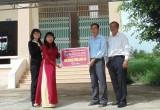 AGRIBANK Chi nhánh Long An: Hỗ trợ kinh phí xây mái che Trường THCS Lợi Bình Nhơn
