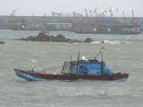 Cảnh báo mưa dông, gió mạnh và sóng lớn trên biển Đông