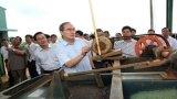 Ông Nguyễn Thiện Nhân khảo sát mô hình HTX nông nghiệp tại Lâm Đồng