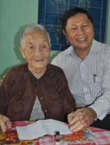 Huyện Thủ Thừa thăm, tặng quà gia đình chính sách