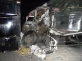 Thùng container bất ngờ văng xuống đường, 2 người thiệt mạng
