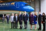 Thủ tướng Anh thăm tàu bay mới A350 của Vietnam Airlines