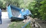 Lật xe ba gác, 15 du khách rơi xuống vực