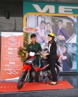 """Viettel Chi nhánh Long An trao thưởng chương trình """"Đăng ký 3G đón chờ xe máy"""""""