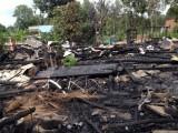 Nhà lá cháy ra tro, cả gia đình ngủ ngoài trời