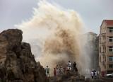 Trung Quốc, Đài Loan nhọc nhằn vượt bão Soudelor