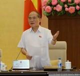 """Chủ tịch Quốc hội Nguyễn Sinh Hùng nêu thực tế: """"Có miếng sân, góc phố tre có thể chơi giờ cũng chia lô xây nhà, giữ xe hết""""."""