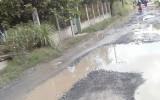 Xã Long Hiệp, huyện Bến Lức, tỉnh Long An: Người dân bức xúc vì đường sá lầy lội