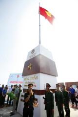 Thượng cờ Tổ quốc trên đảo Trần, huyện đảo Cô Tô, Quảng Ninh