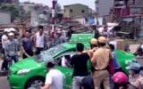 Hàng chục CSGT rượt đuổi taxi vi phạm lạng lách 'như xiếc' trên phố