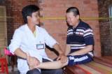 Long An: Điều trị thành công người bị liệt sau tai biến bằng phương pháp bấm huyệt
