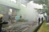 Hàng trăm lính cứu hỏa đang dập đám cháy lớn tại KCN Vĩnh Lộc
