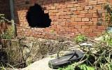 2 thanh niên nằm chết bên bức tường thủng nghi bị truy sát