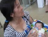 Mẹ bé 13 ngày tuổi bị dìm nước vẫn đang mê man
