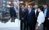 Chủ tịch Quốc hội Nguyễn Sinh Hùng thăm Bảo tàng lưu trữ quốc gia Mỹ