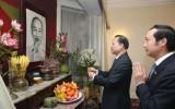 Phó Thủ tướng Vũ Văn Ninh thăm Đại sứ quán Việt Nam tại Anh