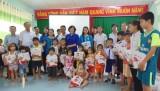 Để trẻ em nghèo có mùa Trung thu ý nghĩa