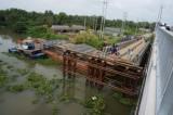 Long An: Tìm thấy thi thể cô gái rớt sông khi đi qua cầu đang tháo dỡ
