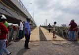 Vụ đi xe vào cầu đang tháo dỡ bị rớt sông: Trước đó 10 ngày đơn vị tháo dỡ cầu đã bị Thanh tra giao thông lập biên bản