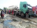 Tai nạn nghiêm trọng giữa xe đầu kéo và xe tải, 2 tài xế may mắn thoát chết