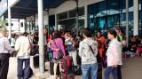 Hàng trăm khách mắc kẹt tại bến tàu Bãi Cháy vì tàu không lắp máy xử lý nước thải