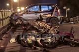 Taxi điên đâm liên hoàn xe máy, tài xế hoảng sợ nhảy cầu nghi tự tử