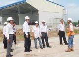 Kiểm tra công trình xây dựng nhà máy chế biến thức ăn gia súc