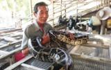 Cựu chiến binh Lâm Văn Mến với mô hình nuôi trăn sinh sản hiệu quả