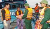 Cứu nạn thành công 12 ngư dân bị chìm tàu tại Quảng Ninh