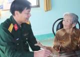 Bộ Chỉ huy Quân sự tỉnh Long An thăm, tặng quà Mẹ Việt Nam Anh hùng