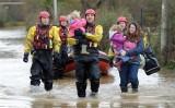 Hàng trăm người dân ở Anh phải sơ tán vì lũ lụt