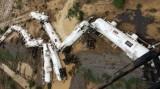 Tàu chở 200.000 lít axít trật đường ray ở Úc