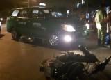 Taxi va chạm với mô tô, một người bị thương nặng