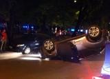 Hai vợ chồng mải giằng co, ôtô mất lái lật nhào giữa quốc lộ