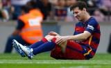 Messi dính chấn thương trong ngày ra mắt Quả bóng vàng