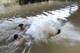 Rủ nhau đi tắm sông, một học sinh chết đuối